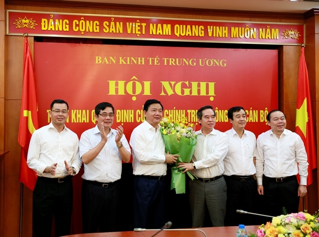 Ong Dinh La Thang nham chuc Pho ban Kinh te Trung uong hinh anh 1