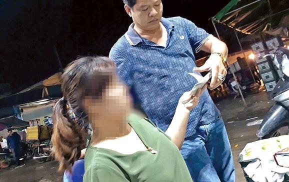 Chu tich Ha Noi chi dao dieu tra hoat dong 'bao ke' o cho Long Bien hinh anh 1