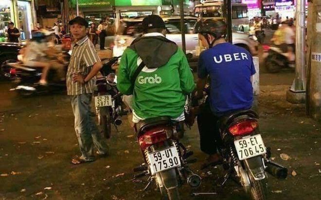 Grab tung 'chieu' loi keo tai xe Uber, ky hop dong ngay tren yen xe hinh anh