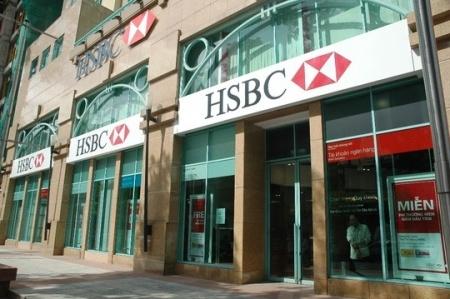 Techcombank dang lai lon, vi sao HSBC muon rut sach von? hinh anh