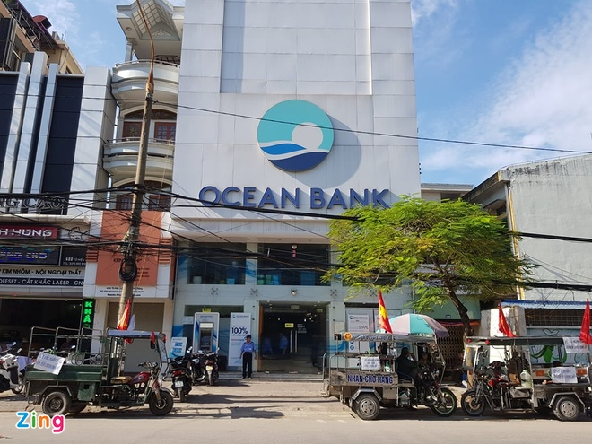Vu 400 ty tiet kiem 'boc hoi' tai OceanBank: Co nguoi mat den 120 ty hinh anh