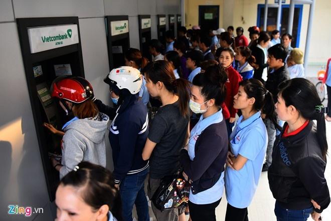 Vietcombank tam dung tang phi rut tien ATM noi mang hinh anh 1
