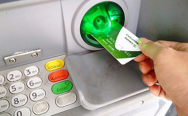Vietcombank tam dung tang phi rut tien ATM noi mang hinh anh