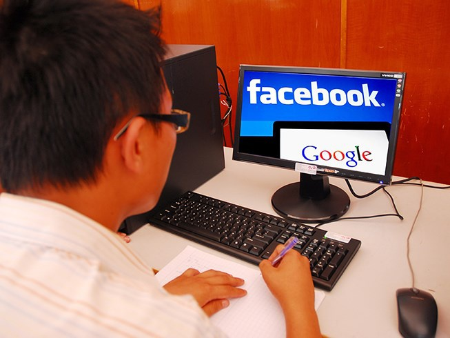 Kiem 500 ty dong tu Facebook, Google nhung 'quen' thue hinh anh