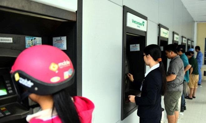 Vietcombank thu gần nghìn tỷ nhờ bán cổ phiếu MBB và EIB