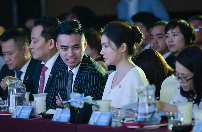 Thieu gia Tan Hoang Minh, ong chu Asanzo ngoi ghe Shark Tank mua 3 hinh anh 1