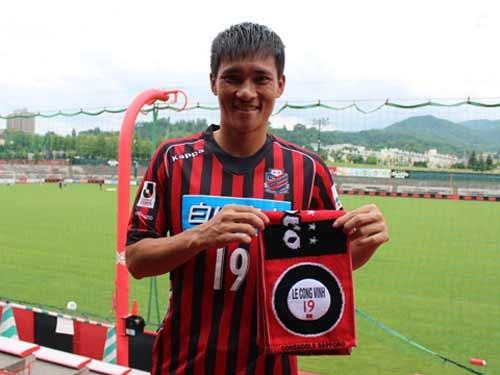 Cong Vinh bat dau giup Sapporo kiem tien hinh anh