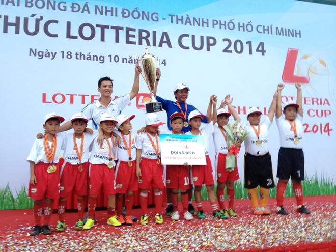 Xuan Bac co vu het minh cac cau thu nhi hinh anh 3 Kid Star FC (TP.HCM) vô địch Lotteria Cup 2014.