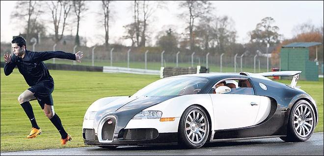 Giá trị chuyển nhượng của Ronaldo tương đương 200 chiếc Bugatti Veyron.