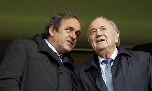 Blatter va Platini bi cam hoat dong bong da 8 nam hinh anh 1
