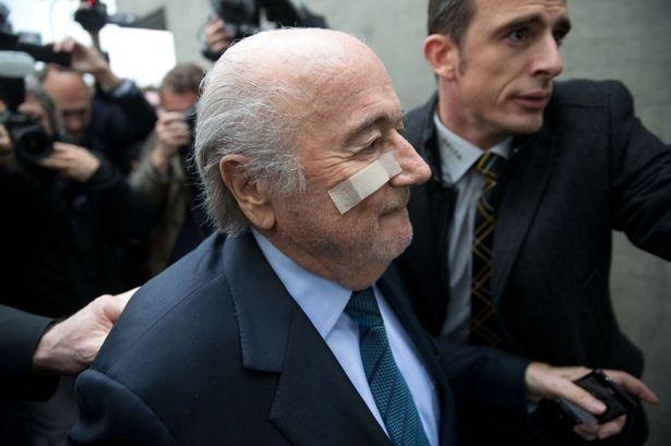 Sepp Blatter: 'Toi chi la nan nhan' hinh anh 5