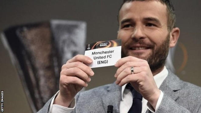 Manchester United gap Liverpool o Europa League hinh anh