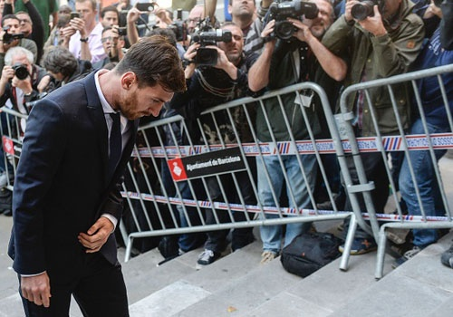 Messi nhan an 21 thang tu vi tron thue hinh anh