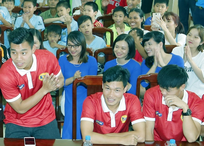 Cau thu HAGL tham que Van Toan, Van Thanh truoc khi sang Han Quoc hinh anh