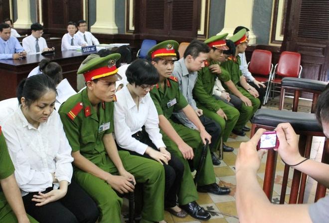 Chi gai Huyen Nhu ra tu lai di ban trung vit lon de nuoi con hinh anh