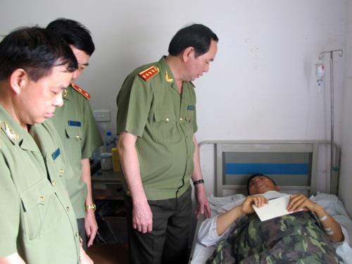 Bo truong Tran Dai Quang tham cac cong an bi tai nan hinh anh
