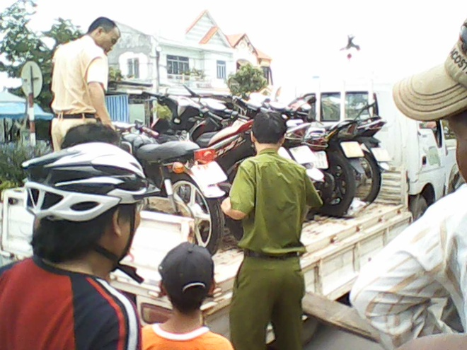 Các tang vật được đưa về công an huyện Đại Lộc điều tra.
