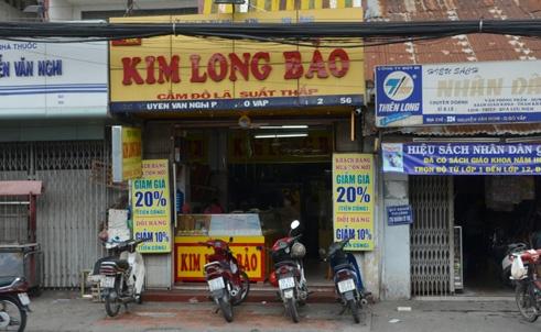 Bi giat tui da quy 1,5 ty dong truoc tiem vang o Sai Gon hinh anh 1 Tiệm vàng nơi vợ chồng anh Nghĩa vào bán một ít đá quý, sau đó bị giật số còn lại.