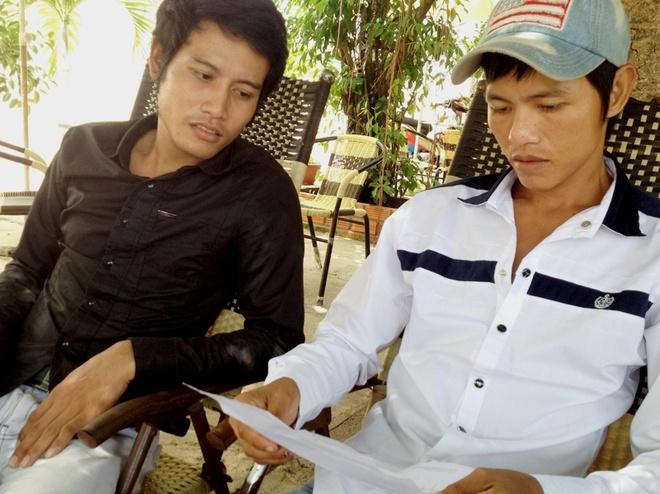 Thieu nu 16 tuoi giet xe om de cuop tai san hinh anh 2 Đỡ (áo trắng) và Mươl được đình chỉ điều tra hơn 2 tháng trước.