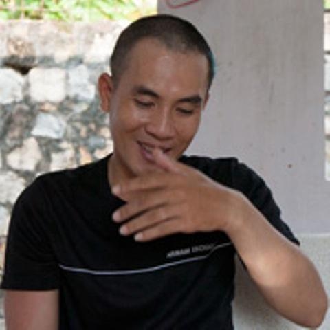Doi dien sat thu vu no sung rung dong Binh Thuan hinh anh 1 Sát thủ Nguyễn Quang Toàn chỉ cười khi nói chuyện về đá gà và... ma túy đá.