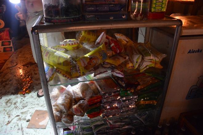 Nha cua tan hoang trong vu no lon o Sai Gon hinh anh 7 Tủ kính của các hộ gần hiện trường bị vỡ nứt do áp lực vụ nổ.
