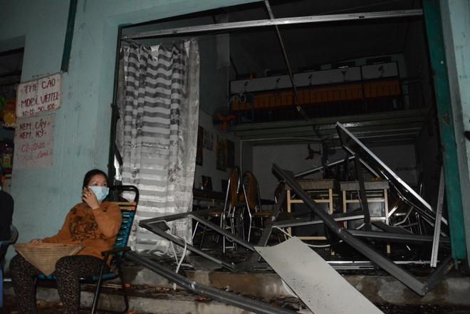 Nha cua tan hoang trong vu no lon o Sai Gon hinh anh 8 Nhà ông Võ Văn Hiệp, số 143/2 Thới An 19 kinh doanh quán net đối diện bị hư hỏng nặng từ máy tính cho đến nhà.