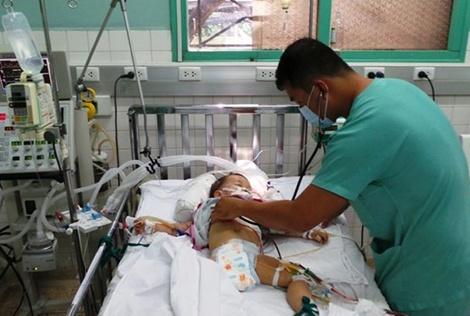 Toi ac nup duoi vo boc tinh yeu hinh anh 1 Cháu Đoàn Phi Long (con trai Hoàng) đã được các bác sỹ Bệnh viện Nhi đồng 2 cứu sống.