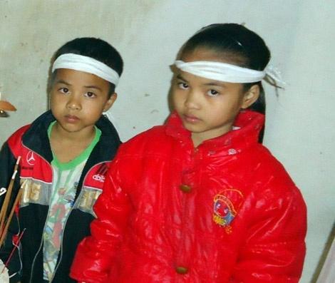 Loi xin loi muon mang cua ke dung bua sat hai vo hinh anh 2 Hai đứa con thơ của Linh trước nỗi đau mất mẹ.