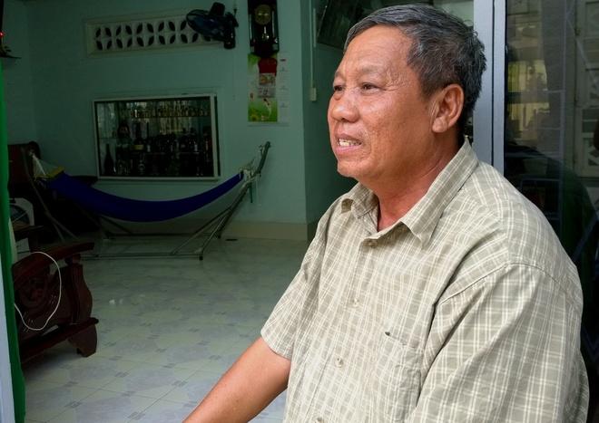 Nguoi cam co giai phong sang 30/4 tai Sai Gon hinh anh 1 Ông Cẩn kể lại nhiệm vụ lịch sử của mình. Ảnh: Khắc Thành.