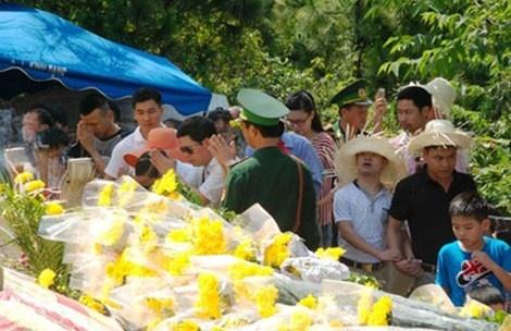 Hon 70.000 luot nguoi vieng mo Dai tuong dip le 30/4 hinh anh