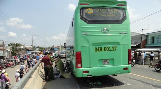 Vu tai nan tham khoc o Tra Vinh: Nha xe 'mua' duong? hinh anh