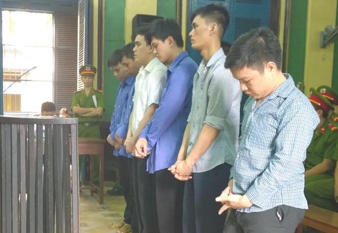 Bang trom chuyen be khoa o Sai Gon hinh anh 1 Các bị cáo nghe tòa tuyên án. Ảnh: K.Thành.