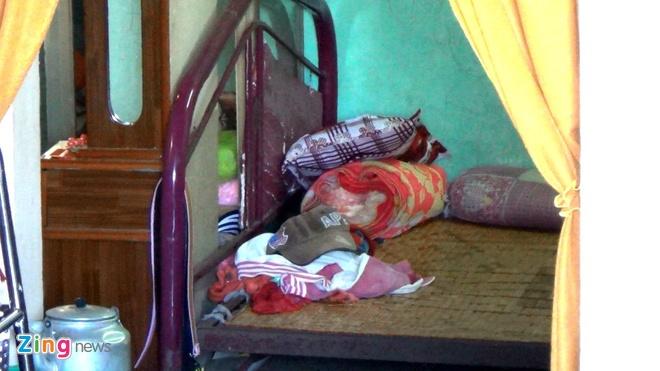 Lan tim dau vet kha nghi vu 3 me con chet tham hinh anh 7 Giường ngủ trong nhà, nơi cháu Khang bị sát hại.