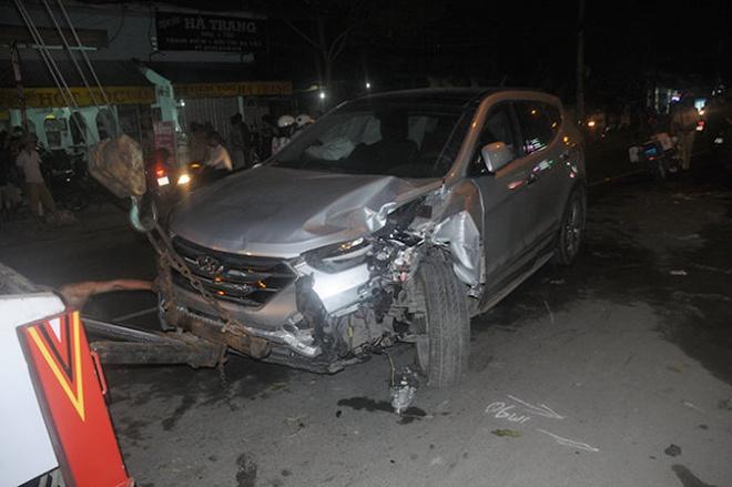 Tai xe dap nham chan ga tong 4 xe may, hat vang hai co gai hinh anh 1 Ôtô gây tai nạn.