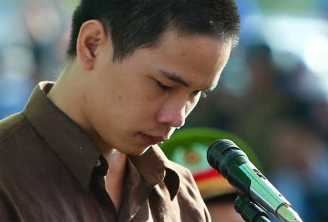 Vu Van Tien co co hoi giam an tu hinh? hinh anh 2 Tiến khóc tại tòa sơ thẩm. Ảnh: Hải An.