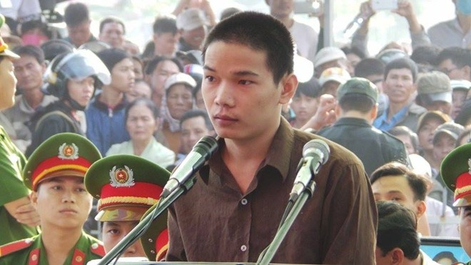 Me Vu Van Tien lam don xin tha an tu cho con hinh anh