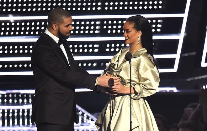 Rihanna: 'Drake va toi khong con la ban be nua' hinh anh 1