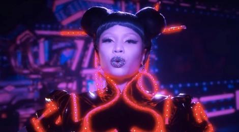 Nicki Minaj ra MV dinh kien ve nguoi chau A gay tranh cai hinh anh