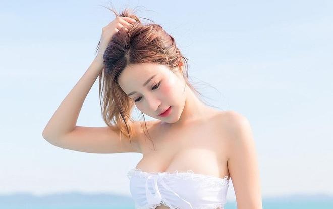 9X Thai Lan lai 4 dong mau co ve dep trong sang va than thai cuon hut hinh anh