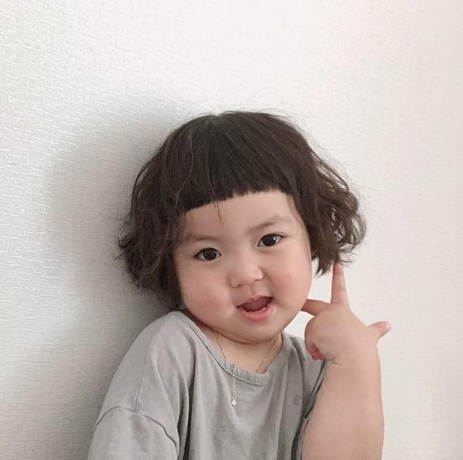 Hot kid Han Quoc duoc goi la thanh meme vi guong mat bieu cam hinh anh 7