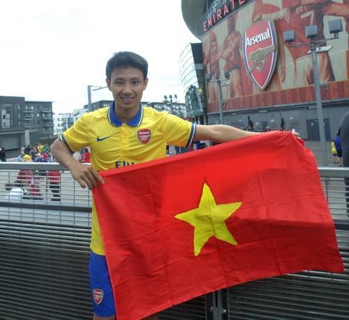 Arsenal bat ngo tung clip doc ve Running Man o London hinh anh