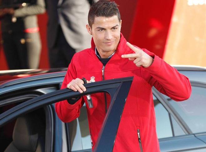 Ronaldo duoc tang sieu xe Audi RS 6 hinh anh