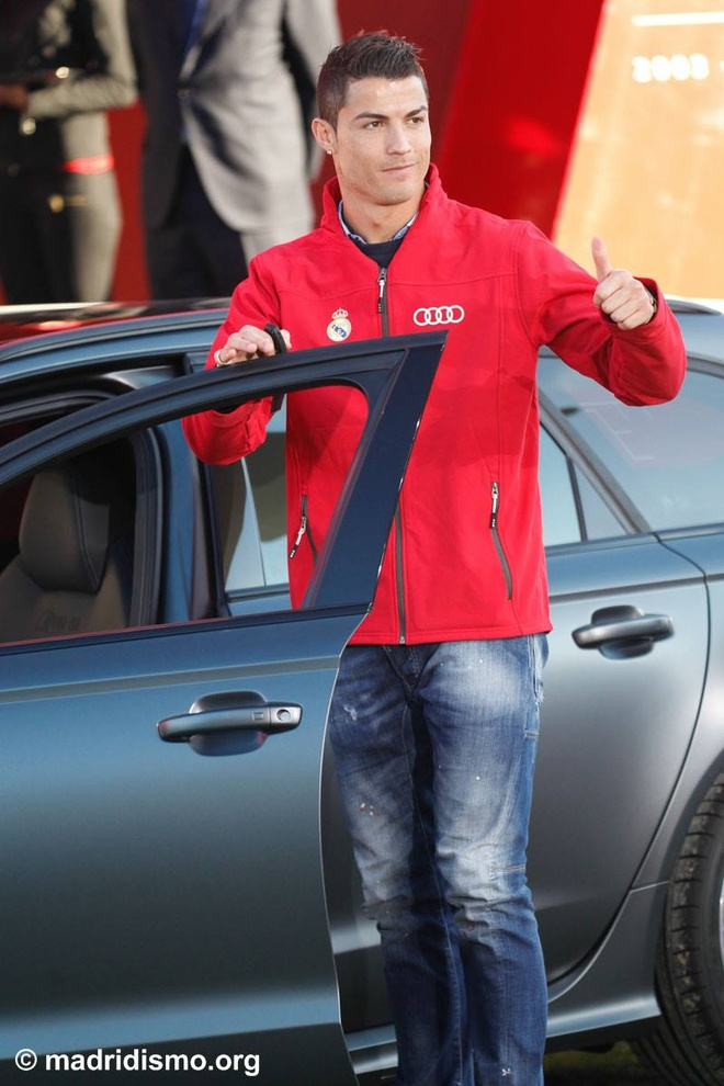 Ronaldo duoc tang sieu xe Audi RS 6 hinh anh 5