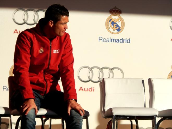 Ronaldo duoc tang sieu xe Audi RS 6 hinh anh 17