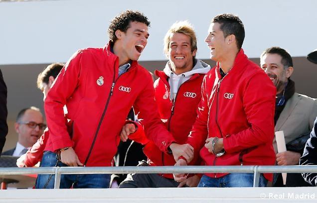 Ronaldo duoc tang sieu xe Audi RS 6 hinh anh 16