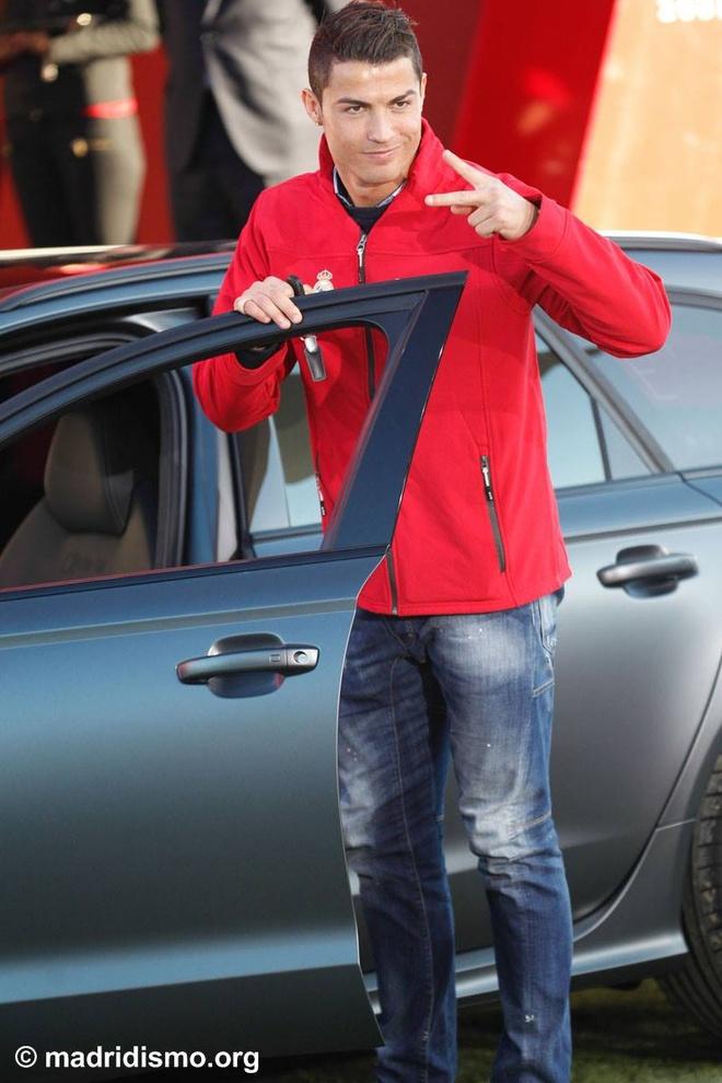 Ronaldo duoc tang sieu xe Audi RS 6 hinh anh 4
