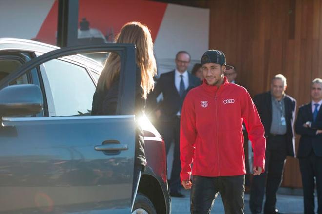 Neymar cung dan sao Barca duoc tang sieu xe hinh anh 3