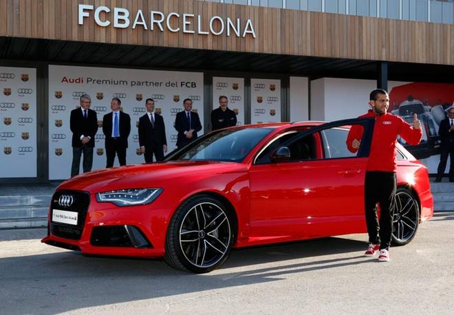 Neymar cung dan sao Barca duoc tang sieu xe hinh anh 7