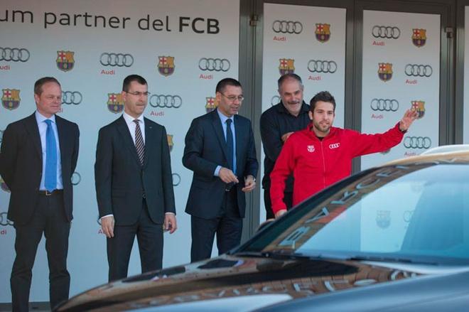 Neymar cung dan sao Barca duoc tang sieu xe hinh anh 10