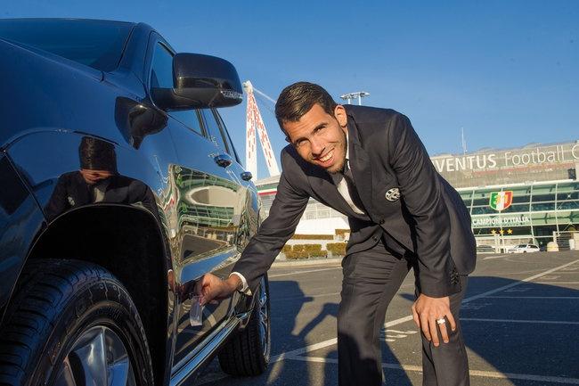 Sao Juventus rinh ve 27 xe Jeep dap hop hinh anh 5